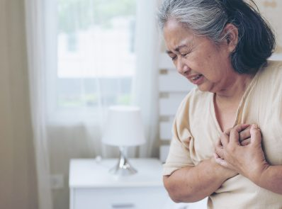 What Are the Causes and Symptoms of a Heart Attack? How to Take Precautions?