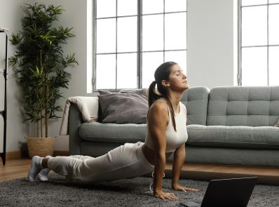 How is Doing Yoga on Carpet With or Without a Yoga Mat Helpful?